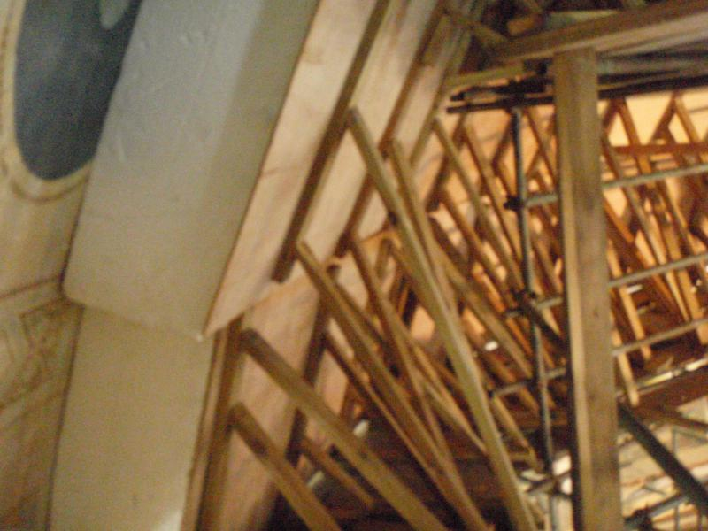 Support structure erected for entry to the cavity